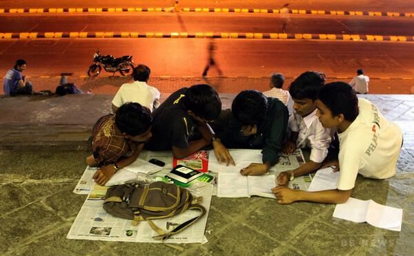 高校生対象の最終試験で問題漏えい、数百万人が再受験へ インド