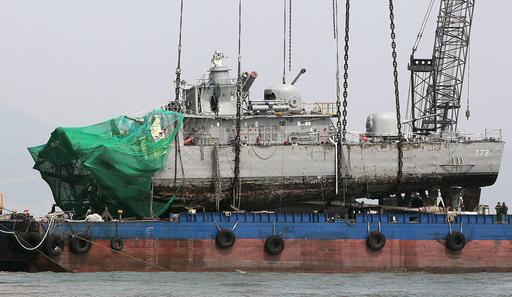 「北の魚雷攻撃」と断定、韓国哨戒艦沈没で調査団発表