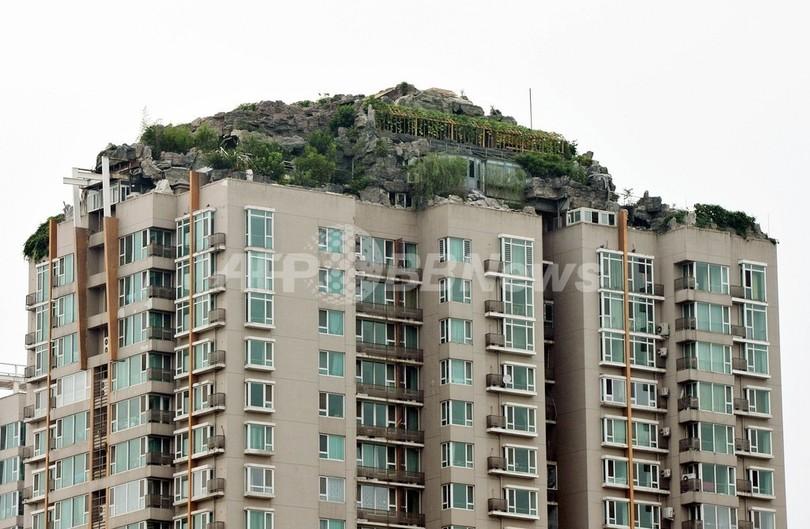 北京の高層マンション屋上に「岩屋敷」