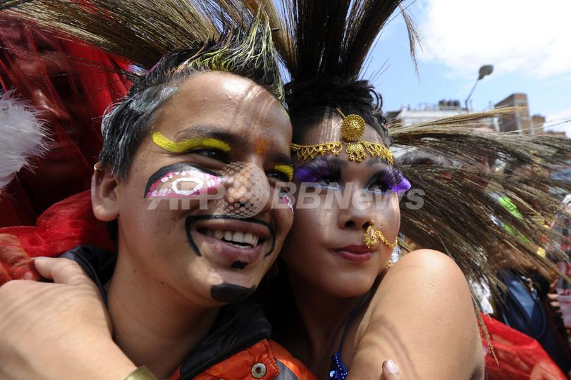 カトマンズで「ゲイ・プライド・パレード」開催、 ネパール