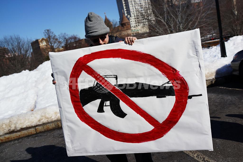 米銃規制法案、「攻撃用銃器」禁止を断念