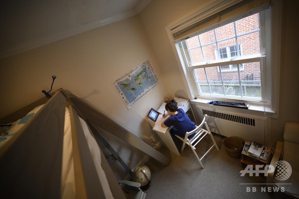新型ウイルスで学校封鎖、オンライン授業に奮闘する教師 米NY