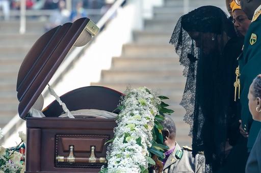 動画:ジンバブエでムガベ前大統領の国葬、各国指導者参列 会場は半分以上空席