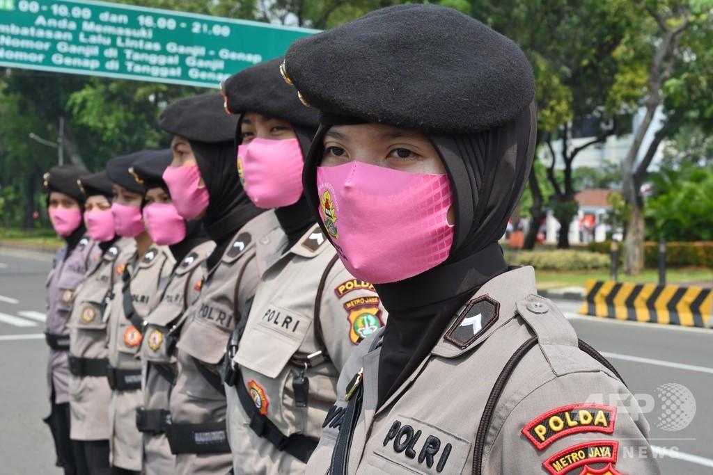 【今日の1枚】任務に彩り? 警察官のマスク