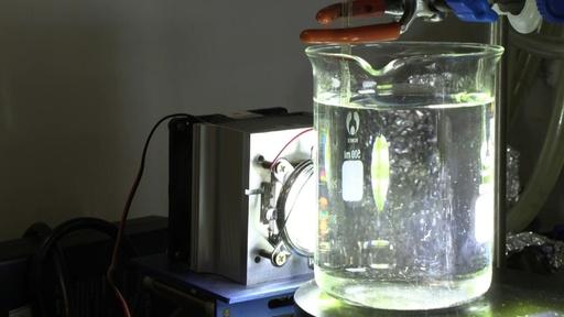 動画:プラスチックを太陽光で分解、新手法開発 シンガポール研究