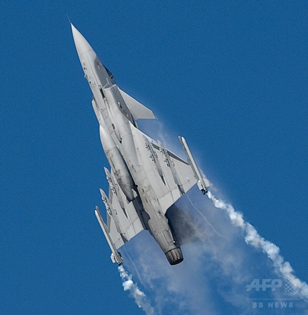 「子どもの日」の航空ショーで戦闘機墜落、パイロット1人死亡 タイ