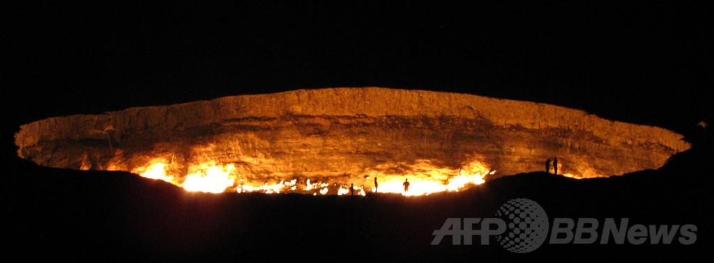 天然ガスが燃え続ける「地獄の門」、トルクメニスタン