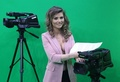 裸にジャケット、キャスターも一肌脱いで視聴者獲得 アルバニア