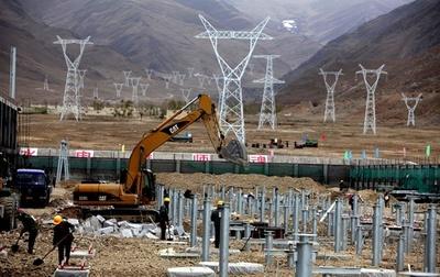 チベットへ7年間で55億キロワット送電 交直流送電事業「電力天路」