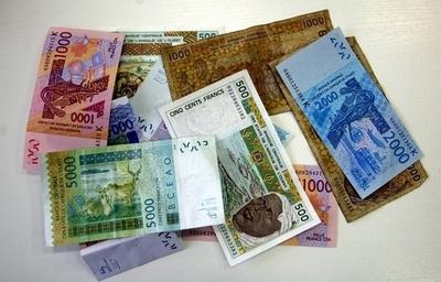 流行の「穴を開けたお金のお守り」で罰金?スワジランド
