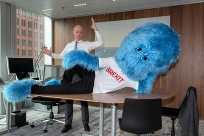 ブレグジットは青い毛むくじゃらの怪物、オランダ政府が「公式キャラ」披露