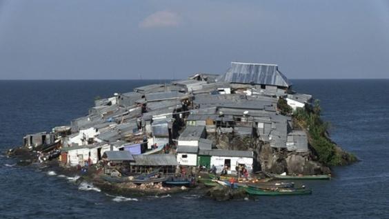 動画:島覆いつくすトタンの家々、漁場めぐり2国が対立 アフリカ・ビクトリア湖