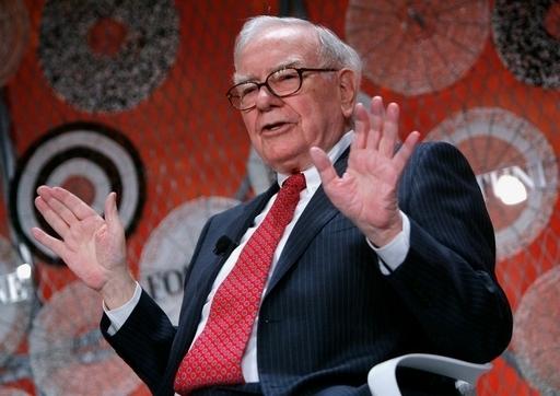 富豪投資家バフェット氏、「富裕層への課税を増やすべき」 米国