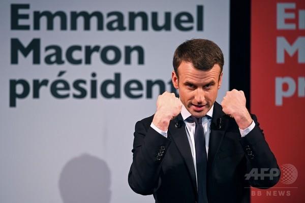 仏大統領選、マクロン氏はネガキャンを振り払えるか