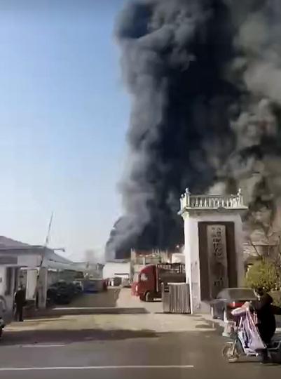 河南省商丘市の企業で火災、11人...