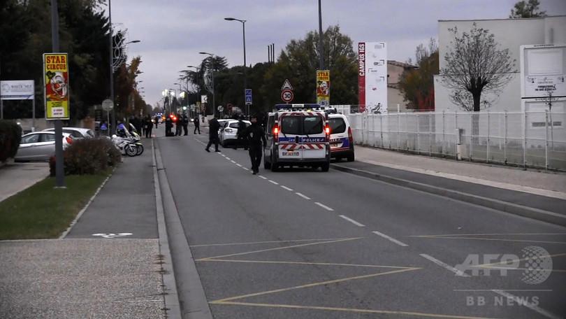 仏で中国人学生に車突っ込む 3人重軽傷