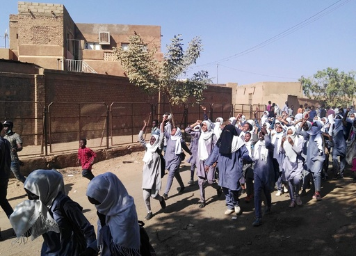 スーダン各地で反政府デモ、新たに1人死亡 バシル政権の脅威に