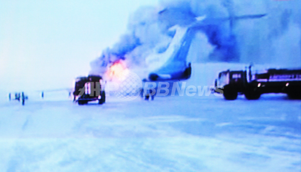 ロシアで滑走路走行中の旅客機が爆発、3人死亡