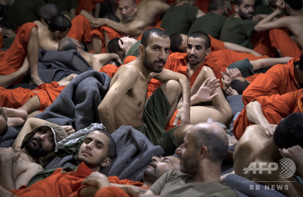 過密と悪臭 「IS戦闘員」収容施設の内側 シリア