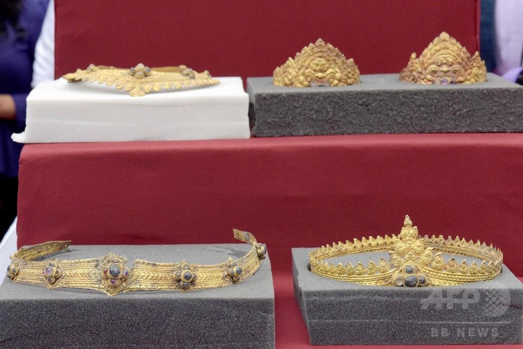 アンコールワットから盗難の黄金の装飾品、英国からカンボジアに返還