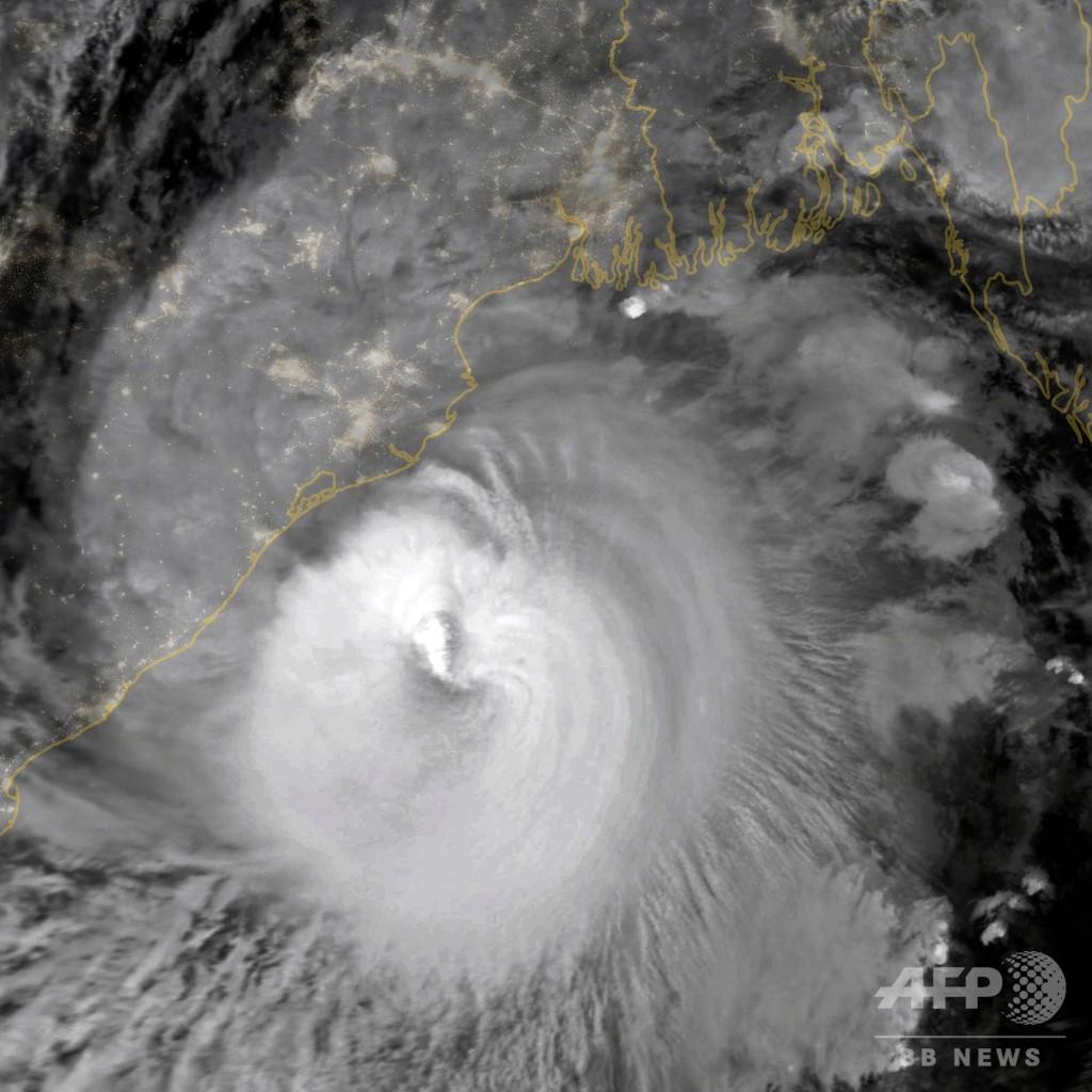 インド東部に「スーパーサイクロン」上陸、被害に警戒