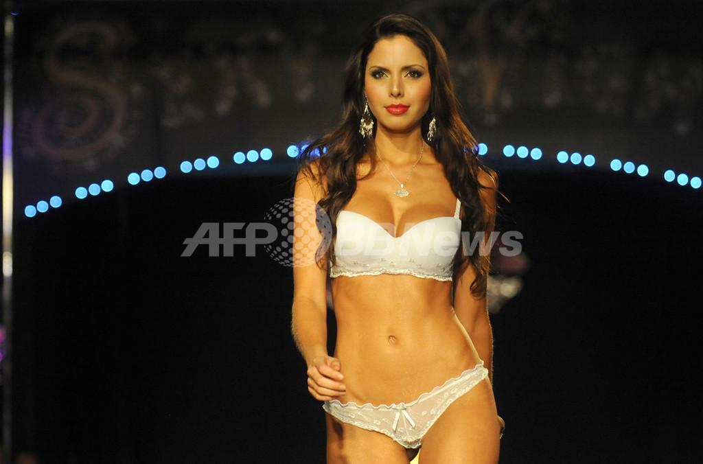南米コロンビア、ランジェリーのファッションショー