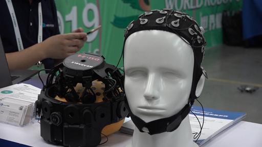 「脳波タイピング競争」で新記録、スマホの手入力を上回る