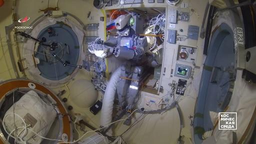 動画:脚が長過ぎ歩行に不向き、ロシアの人型ロボット ISSでの運用終了