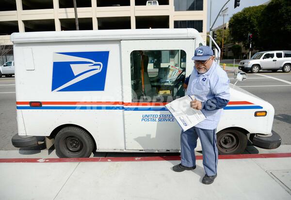 財政難の米郵政公社、ファッション業界に進出