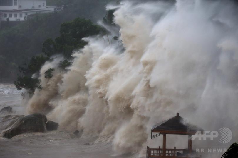 台風8号「マリア」が浙江省に上陸 沿岸では高波も