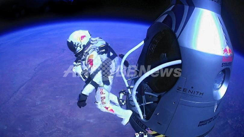 上空3.9万メートルからのダイビングに成功、音速超える