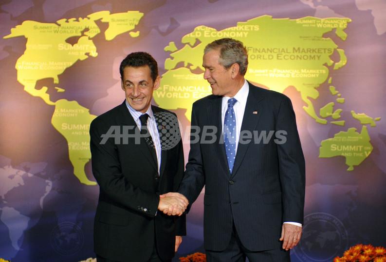 サルコジ仏大統領、去り行くブッシュ米大統領をチクリ