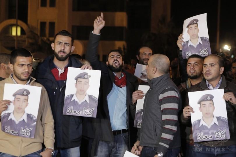 イスラム国新動画、ヨルダン人操縦士に「火をつけて殺害」