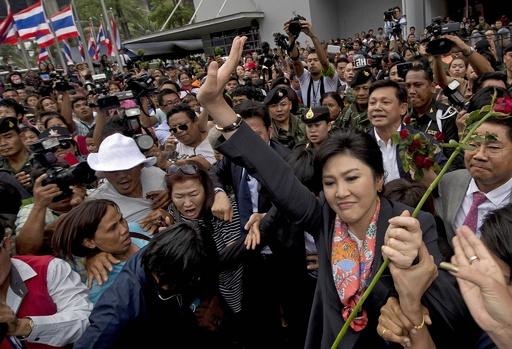 タイのインラック首相が失職、違憲判決で