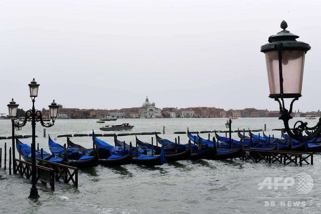 イタリア全土で暴風雨被害、少なくとも5人死亡 ベネチアで広場冠水