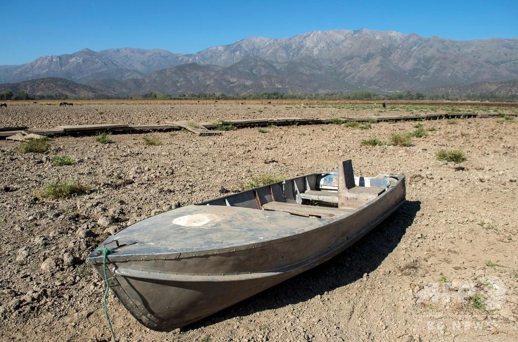 地図から消えた湖、気候変動と開発で干上がった避暑地 チリ
