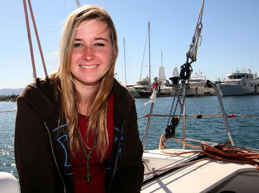 ヨット単独世界一周中の16歳少女、消息絶つ