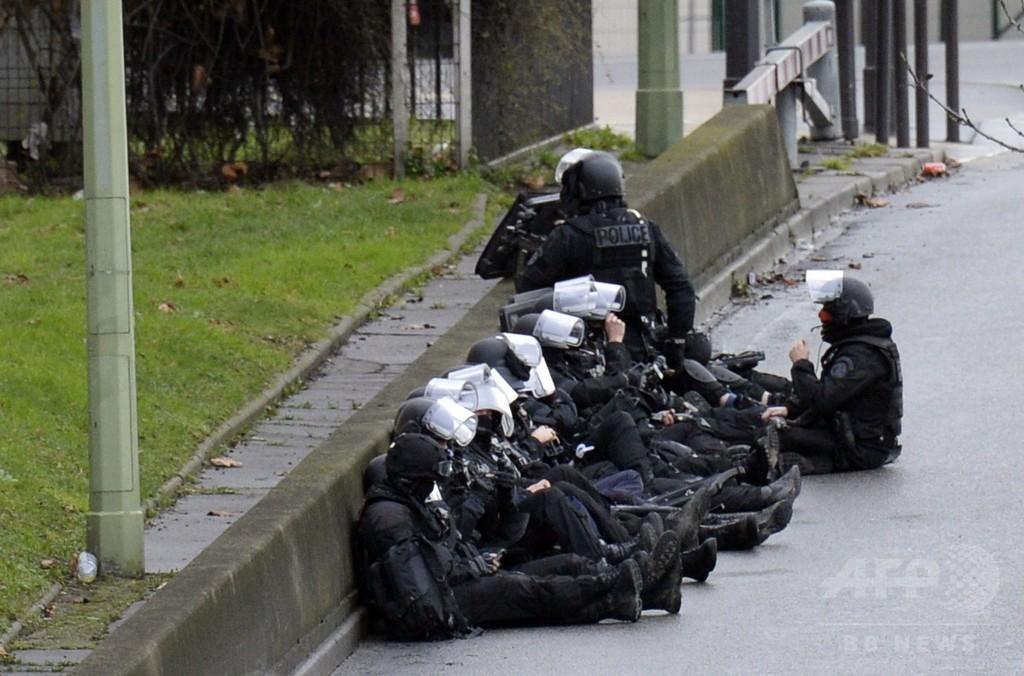パリで新たな人質取り立てこもり事件、2人死亡