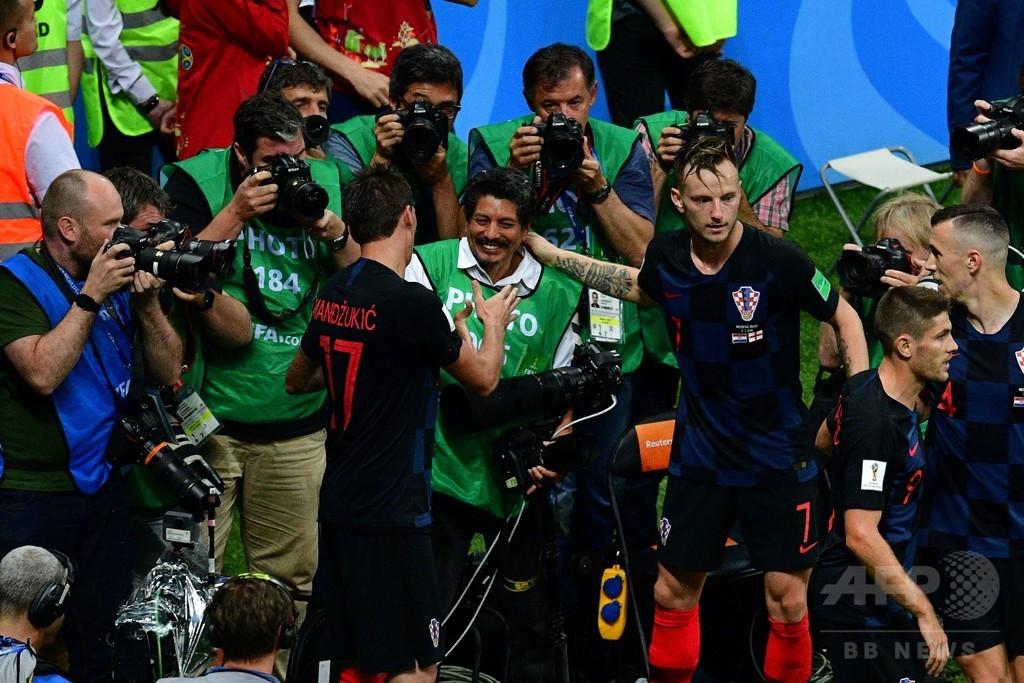 W杯でもみくちゃにされたAFPカメラマン、クロアチアに招待される
