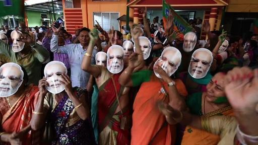 動画:インド総選挙、モディ首相率いる与党が勝利宣言 お面や爆竹で支持者歓喜