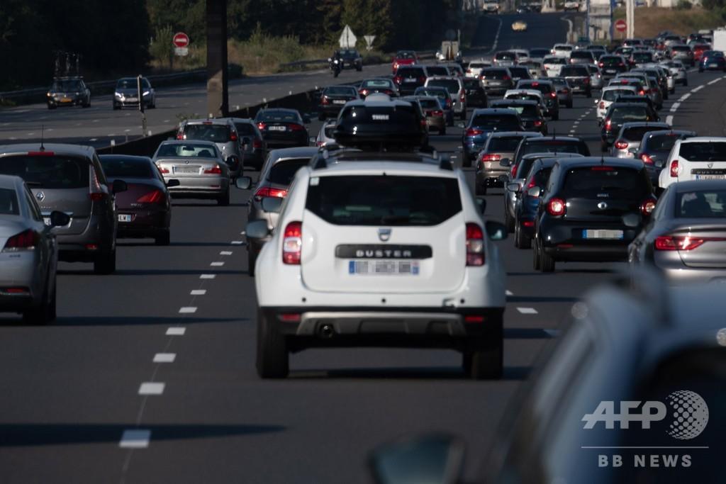 酷暑のフランス、各地の交通渋滞が820キロに 過去最長を記録