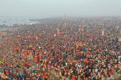 世界最大の宗教行事「クンブメーラ」、5500万人の人出 インド