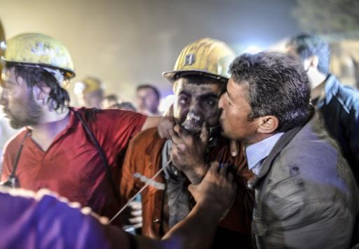 トルコ炭鉱で爆発 201人死亡、数百人閉じ込め