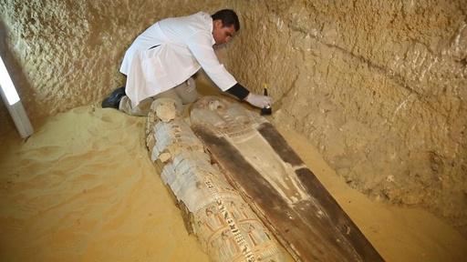動画:エジプト考古省、約4500年前の墓を公開