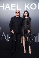 AIとデジタル技術を融合、「マイケル・コース」上海でファッションイベント