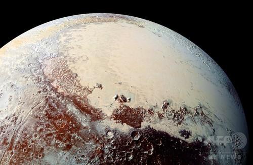 冥王星表面に「驚くほど」多様な色彩、NASA探査機が観測