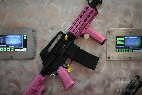 米銃器業界、カラフルな銃で6歳からの子ども市場に照準 報告書