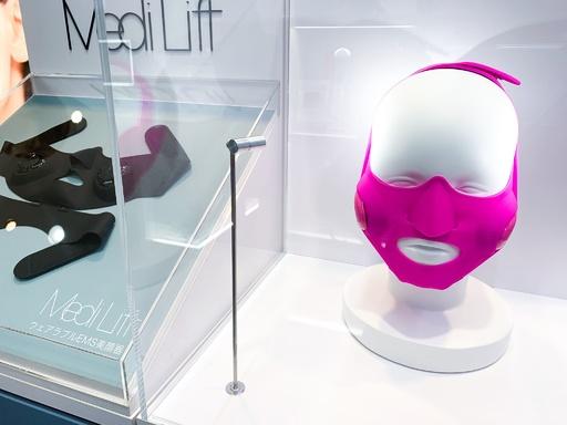 話題のウェアラブル美顔器「メディリフト」ビックロコラボ店舗オープン
