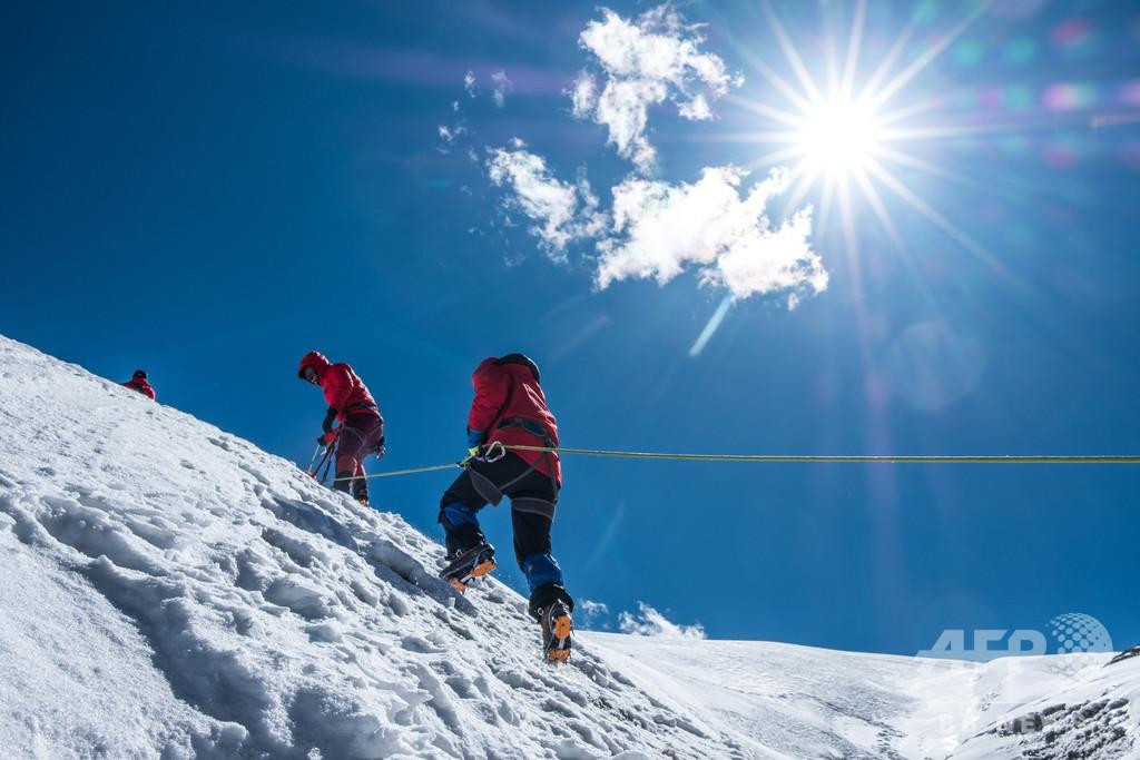 登山愛好家62人、チベット洛堆峰登頂に成功