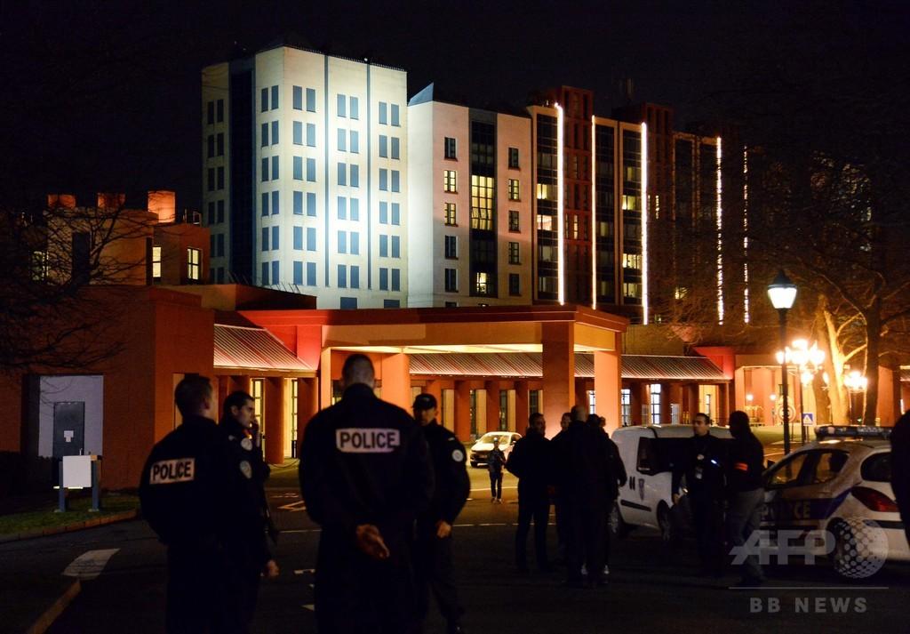 仏ディズニーランドで武装男を逮捕、拳銃2丁や銃弾を所持